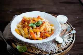 Pasta con peperoni: primo piatto estivo