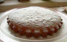 La ricetta della torta alla vaniglia per un dolce soffice e leggero