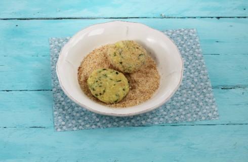 La preparazione delle polpette patate e zucchine