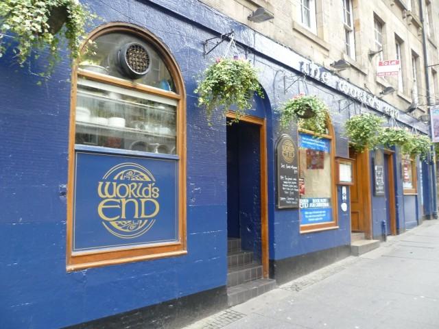 World's_End_pub,_High_Street_Edinburgh