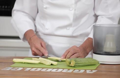la_preparazione_del_pesto_di_zucchine