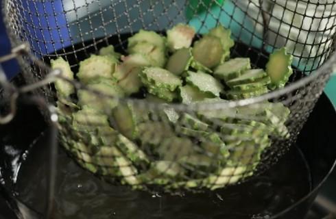 le_zucchine_fritte_per_la_parmigiana_di_zucchine