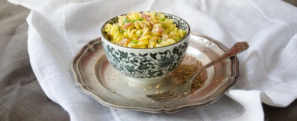 Pasta con zucchine, speck e zafferano