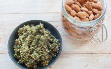 Pesto di olive e mandorle, il condimento gustoso per la pasta