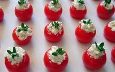Pomodorini con caprino da provare nella ricetta dei bocconcini deliziosi