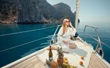 Menu da barca: friselle, pesto, puttanesca