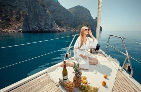 Menu da barca: friselle, pesto e puttanesca