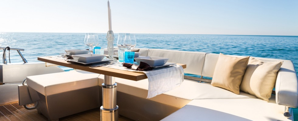 Menu da barca: ricci, polpo e fichi d'india