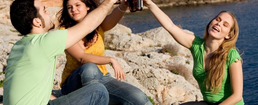 8 rimedi contro la sbornia estiva
