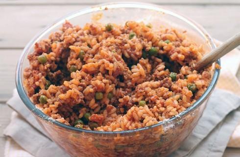 La preparazione del timballo di riso