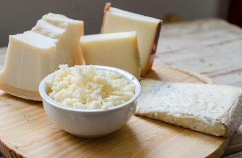 La preparazione della pasta ai 4 formaggi