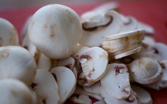 Ecco i funghi alla pizzaiola sott'olio da fare in casa