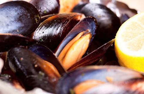 Basta qualche goccia di limone per sanificare i frutti di mare?