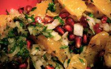 L'insalata con melagrana e arancia per un contorno sfizioso