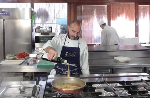 la_preparazione_degli_spaghetti_al_pomodoro_002