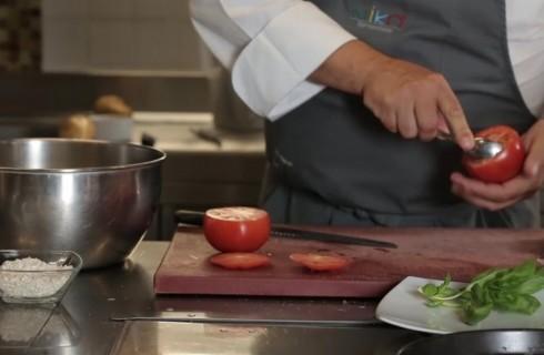 la_preparazione_dei_pomodori_ripieni_001