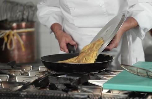 la_preparazione_della_frittata_di_zucchine_004