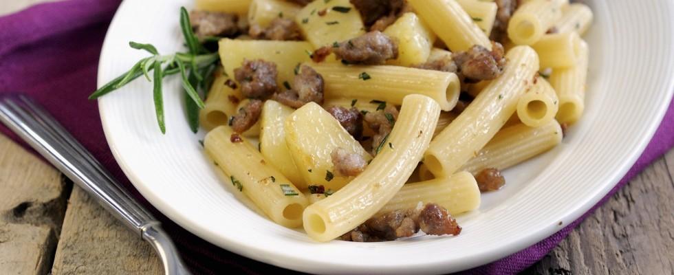 Pasta patate e salsiccia: la ricetta