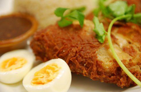 Il riso fritto con le uova, ecco la ricetta dell'insolito primo piatto