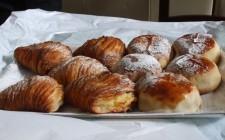 Ricce o frolle? Le sfogliatelle sono un dolce tipico della Campania.  kilo/