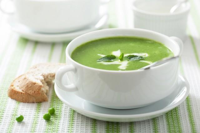 Zuppa di piselli e menta
