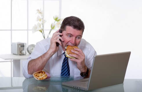 15 regole del galateo per mangiare in ufficio