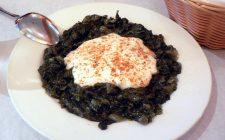 Come preparare gli spinaci alla greca per un contorno sfizioso