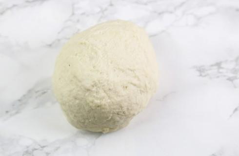 La preparazione della torta di riso salata