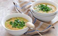 La zuppa di ceci e cavolfiore da provare con la ricetta tiepida