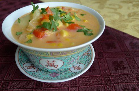 La zuppa di mais e pollo con la ricetta da leccarsi i baffi