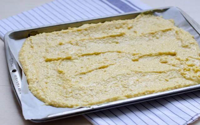 Zuppa imperiale - stendere l'impasto nella teglia