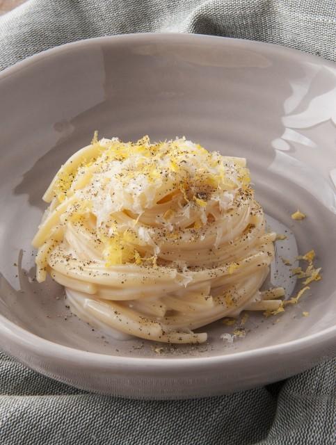Insalata di spaghetti cacio e pepe al profumo di limone Credito Brambilla Serrani