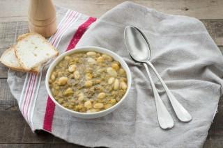 Zuppa di legumi vegetariana
