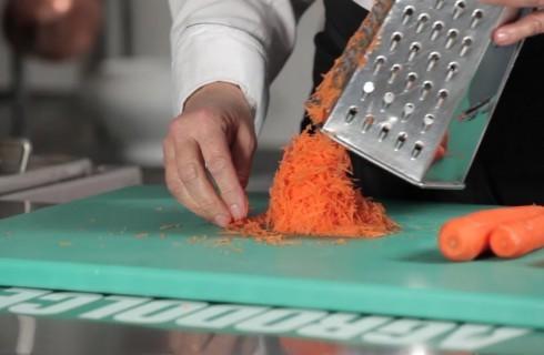 la_preparazione_della_torta_di_carote_001