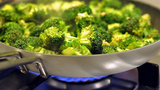 Come preparare i broccoli affogati alla catanese