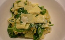 Ecco la pasta con spinaci e tonno per un primo gustoso