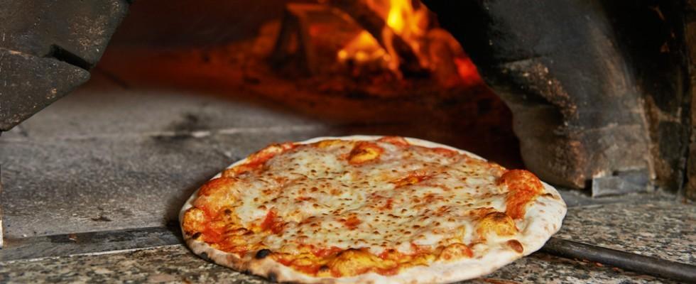 Pizza: forno elettrico o forno a legna?