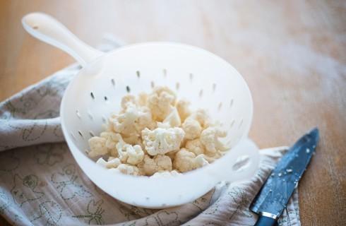La preparazione della pasta con cavolfiore