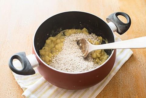 riso e patate - aggiungere il riso