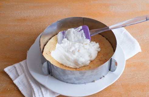 La preparazione della torta ricotta e pere