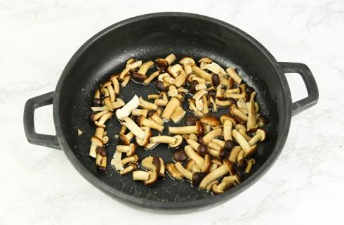 La preparazione della pasta bianca al forno