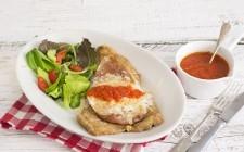 Cotoletta alla bolognese con pomodoro