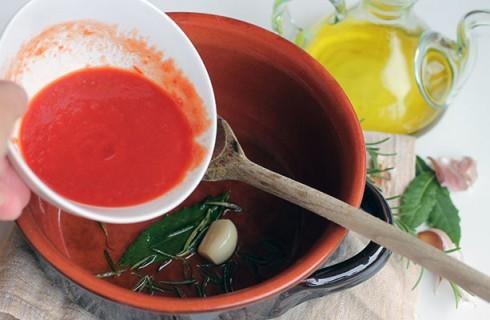 la preparazione della zuppa di castagne e ceci