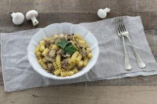 Pasta salsiccia e funghi: la ricetta