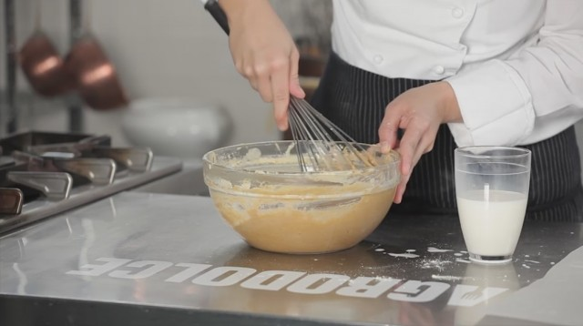 Torta di castagne - 5 unite il latte