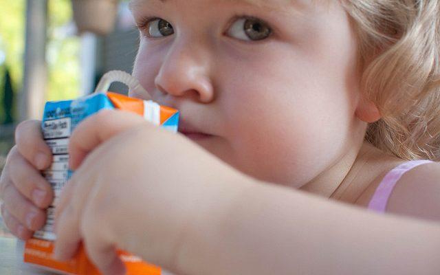 Come fare i succhi di frutta per i bambini piccoli