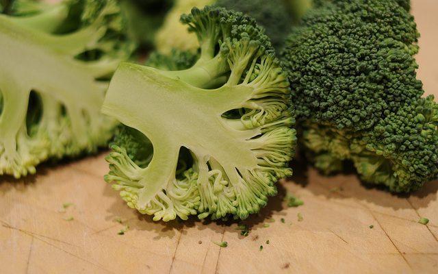 Come preparare i broccoli al forno con la ricetta vegan