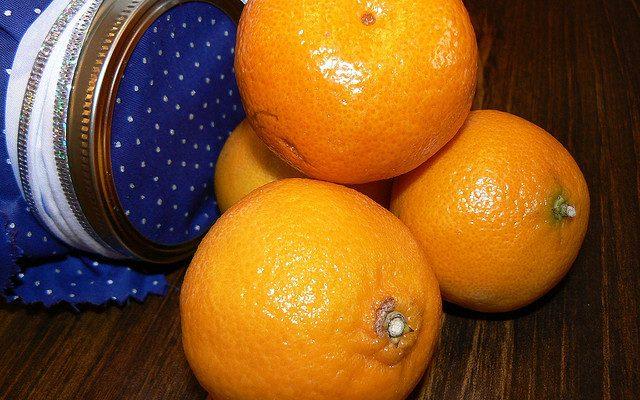 Le clementine con crema chantilly per il dessert di fine pasto