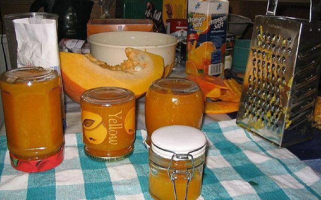 La composta di zucca per formaggi con la ricetta veloce