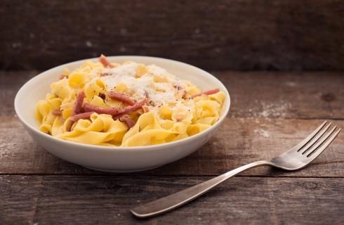 Fettuccine alla Papalina della cucina romana